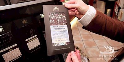 Christmas shopping in Passau - a bar of chocolate with gold flakes.